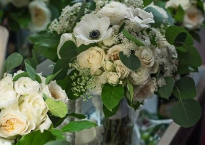From bouquets to bridal arches and aisle markers, our wedding planners can handle all your wedding flower needs.