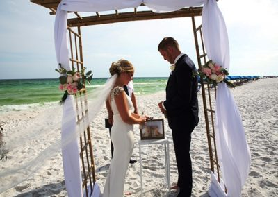 Our wedding planners make it easy by planning everything including a Destin Beach wedding.
