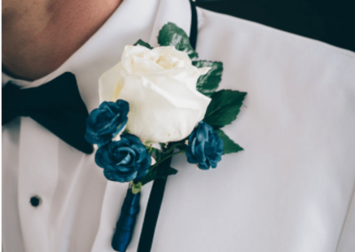 Boutonnieres for the groom and bridal party